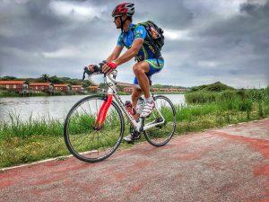 Carlos Muñiz en bici en Portugal